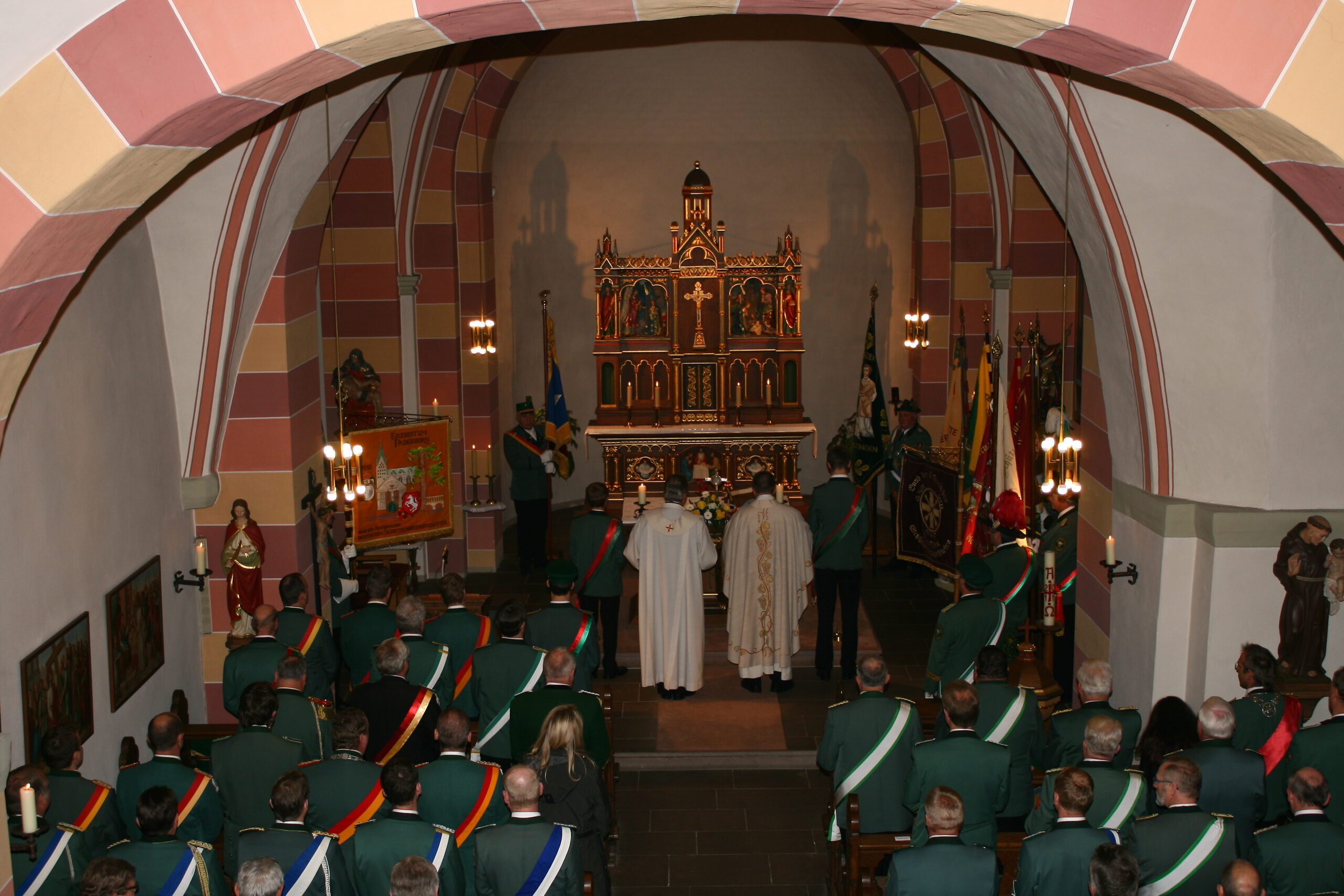 Messe findet in der Kirche statt
